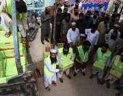 کراچی: جماعتہ الدعوة کراچی کے مسئول ڈاکٹر مزمل اقبال ہاشمی اور ایف ..