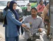 لاہور: سٹی ٹریفک پولیس اور پنجاب سیف سٹی اتھارٹی کی طرف سے لیڈی ٹریفک ..