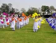 راولپنڈی: وقارالنساء قالج میں کرکٹ سٹیڈیم کے افتتاح کے موقع پر طالبات ..