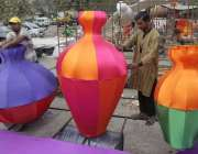 لاہور: جیلانی پارک میں جاری جشن بہاراں فیسٹیول میں پی ایچ اے کے ملازمین ..