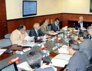 اسلام آباد: وفاقی وزیر پانی و بجلی خواجہ آصف متبادل توانائی ترقیاتی ..