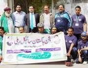لاہور: کمشنر لاہور ڈویژن عبداللہ خان سنبل کے ہمراہ روشن پاکستان سائیکل ..