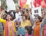لاہور: سول سوسائٹی کے اراکین جوزف فرانسس کی قیادت میں حقوق نسواں بل ..