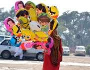 اسلام آباد: ایک محنت کش خاتون خاندان کا پیٹ پالنے کے لیے بیلون فروخت ..