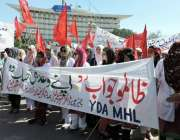 لاہور: ینگ ڈاکٹر اپنے مطابات کے حق میں مال روڈ پر احتجاج کر رہے ہیں۔