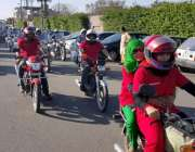 لاہور: سٹی ٹریفک پولیس اور موٹر سائیکل سوار خواتین کا دستہ عزم پاکستان ..