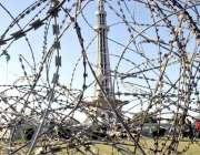 لاہور: یوم پاکستان کے موقع پر مینار پاکستان کو جانیوالے راستے کو خار ..