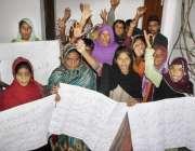 لاہور: شاہکوٹ کے رہائشی اپنے مطالبات کے حق میں احتجاج کر رہے ہیں۔