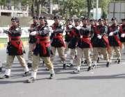 "لاہور: یوم پاکستان کے موقع پر ""عزم پاکستان پریڈ"" میں خواتین پولیس .."