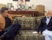 اسلام آباد: تحریک انصاف کے سربراہ عمران خان سے بنی گالہ میں اعجاز احمد ..