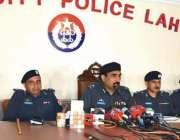 لاہور: سی پی او لاہور کیپٹن (ر) محمد امین وینس پریس کانفرنس سے خطاب کر ..