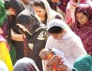 لاہور: گڈ فرائیڈے کے موقع پر ڈان باسکو چرچ میں مسیحی خواتین دعائیہ تقریب ..
