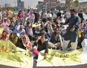 لاہور: جیل روڈ پر فارماسسٹ ایکشن کمیٹی کے زیر اہتمام اپنے مطالبات کے ..