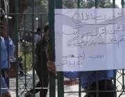 لاہور: گلشن اقبال پارک میں خود کش دھماکے کے بعد انتظامیہ کی طرف سے پارک ..