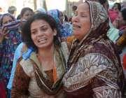 لاہور: سانحہ گلشن اقبال پارک میں ہلاک ہونیوالے سلامت مسیح کی میت گھر ..