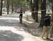 لاہور: گلشن اقبال پارک میں خود کش دھماکے کے دوسرے روز پولیس اہلکار جائے ..