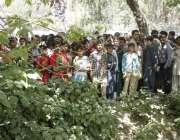 لاہور: گلشن اقبال پارک میں خود کش دھماکے کے دوسرے روز شہریوں کی بڑی ..