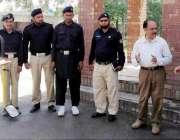 لاہور: ڈی جی جنگلی حیات خالد ایاز خان لاہور زو سفاری پارک میں سکیورٹی ..