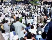 پشاور: پیرا میڈیکل ایسوسی ایشن کے زیر اہتمام مظاہرین اسمبلی ہال کے ..