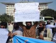 لاہور: فیصل چوک میں سنی تحریک کے کارکن اپنے مطالبات کے حق میں مظاہرہ ..