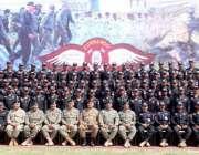 لاہور:کور کمانڈر لاہور لیفٹیننٹ جنرل صادق علی اور اعلیٰ رینجرز آفیسرکا ..