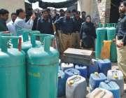 پاکپتن: پولیس کا غیر قانونی گیس ریفلنگ کرنیوالے افراد کے خلاف آپریشن۔