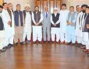 لاہور: گورنر پنجاب ملک محمد رفیق رجوانہ کے ہمراہ بلوچستان کی تمام سیاسی ..