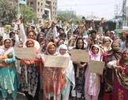 لاہور: کاہنہ نیو امیر کالونی کے رہائشہ قبضہ گروپ کے خلاف احتجاج کر رہے ..
