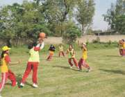 پشاور: خیبر پختونخوا گیمز میں جاری انٹر ڈسٹرکٹ خواتین نٹ بال میچ کا ..