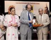 لاہور: گورنمنٹ کالج یونیورسٹی لاہور کے وائس چانسلر پروفیسر ڈاکٹر حسن ..