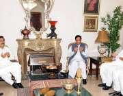 لاہور: مسلم لیگ (ق) کے مرکزی رہنما چوہدری پرویز الٰہی سابق وفاقی وزیر ..