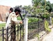 لاہور: سکیورٹی خدشات کے پیش نظر پنجاب اسمبلی کے سامنے سمنٹ مینار کے ..