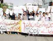 لاہور: مانوالہ کے رہائشی قبرستان پر قبضہ کے خلاف احتجاجی مظاہرہ کر ..