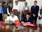 ایبٹ آباد: ضلع ناظم ایبٹ آباد سردار شیر بہادر اور چینی کے چیف مینجر ..