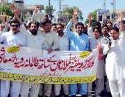 پشاور: ورکرز ویلفیئر بورڈ کے ملازمین اپنے مطالبات کے حق میں احتجاجی ..