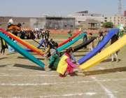 راولپنڈی: راولپنڈی میڈیکل کالج میں جاری سپورٹس ویک کے موقع پر طالبات ..