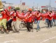 راولپنڈی: راولپنڈی میڈیکل کالج میں جاری سپورٹس ویک کے موقع پر طلبہ ..