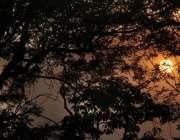 لاہور: صوبائی دارالحکومت میں شام کے وقت غروب آفتاب کا خوبصورت منظر۔