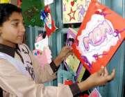 پشاور: پاکستان انٹر نیشنل پبلک سکول میں مدر ڈے کے موقع پر سکول کی طلباء ..
