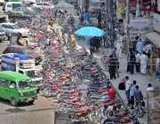 راولپنڈی: ٹریفک پولیس کی نا اہلی سکستھ روڈ پر پلازہ کے باہر نو پارکنگ ..