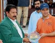 پشاور: صوبائی رسہ کسی ایسوسی ایشن کے سیکرٹری تاج محمد خان چیف کیپیٹل ..
