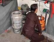 راولپنڈی: تھانہ صادق آباد کے علاقہ میں پابندی کے باوجود ایک دوکاندار ..