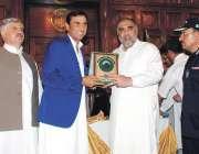 پشاور: اسپیکر صوبائی اسمبلی اسد قیصر پاکستان کرکٹ ٹیم کے سابق کپتان ..