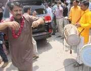لاہور: سابق وزیر اعظم یوسف رضا گیلانی کے بیٹے علی حیدر گیلانی کی با ..
