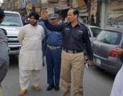 لاہور: چیف ٹریفک آفیسر طیب حفیظ چیمہ ون وے کی خلاف ورزی ، تجاوزات اور ..