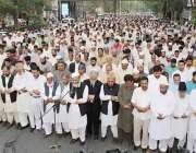 لاہور: ہزاروں لوگ شہید مولانا مطیع الرحمن نظامی کی غائبانہ نماز جنازہ ..