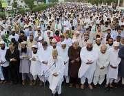 کراچی: ہزاروں لوگ شہید مولانا مطیع الرحمن نظامی کی غائبانہ نماز جنازہ ..