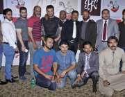 لاہور: جوہر ٹاؤن میں دی پی کے فوڈ گیلری کی افتتاحی تقریب کے موقع پر فلمسٹار ..