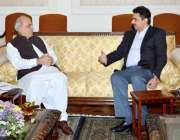 لاہور: گورنر پنجاب ملک محمد رفیق رجوانہ سے وفاقی وزیر برائے پورٹس اینڈ ..