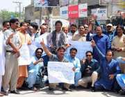 لاڑکانہ: کراچی میں لاڑکانہ پریس کلب کے صدر ایس اقبال بابوپر ہونے والے ..